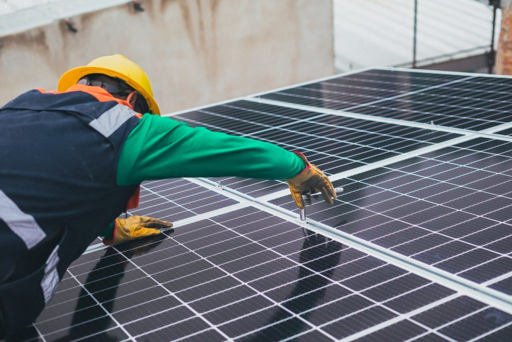 Choosing the Right Solar Panels for Your Home